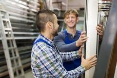 2 рабочего класса выбирая PVC Стоковая Фотография RF