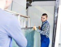2 рабочего класса работая с стеклом Стоковая Фотография RF