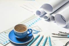 Рабочее место архитектора - крены и планы стоковое изображение