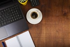 Рабочее место бизнесмена с компьтер-книжкой Стоковое Фото