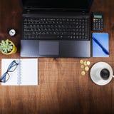 Рабочее место бизнесмена с компьтер-книжкой Стоковое Изображение
