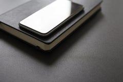 Рабочее место дела с дневником и мобильным телефоном Стоковое Изображение