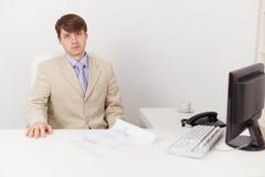 рабочее место офиса бизнесмена серьезное Стоковое Изображение RF