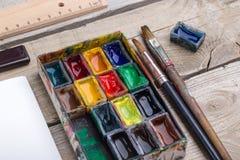 Рабочее место художника, иллюстратора или каллиграфа стоковая фотография rf