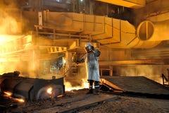 Рабочий сталелитейной промышленности стоковые фото