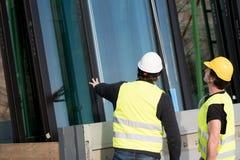 Рабочий-строители на работе на строительной площадке Стоковое Изображение RF