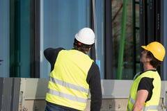 Рабочий-строители на работе на строительной площадке Стоковые Изображения RF