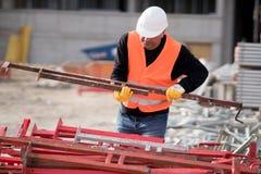 Рабочий-строитель на работе Стоковое фото RF
