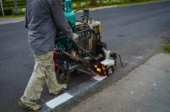 Рабочий-строители делая дорогу Стоковое фото RF