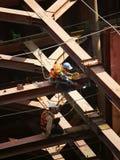 Рабочий-строитель Вьетнама работая на месте Стоковое Изображение