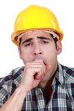 Рабочий-строитель зевая Стоковые Изображения