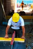 Рабочий-строитель на месте работы Стоковая Фотография RF