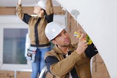 Рабочий-строитель портрета на месте Стоковое Фото