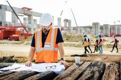 Рабочий-строитель планируя концепцию разработчика Constractor стоковое фото
