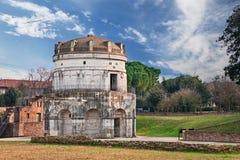 Равенна, Италия: мавзолей Theodoric стоковое фото