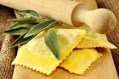 Равиоли, итальянские макаронные изделия яичка Стоковая Фотография RF
