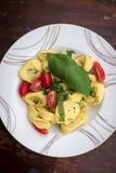 Равиоли с томатами и базиликом Стоковые Изображения RF