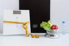 Равность 2 типов масштабов - пол и кухня Стоковые Фотографии RF