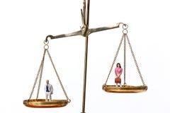 равные люди вычисляют по маштабу женщин символа Стоковое Изображение RF
