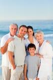радиант семьи пляжа стоковое фото