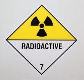 радиоактивное предупреждение знака Стоковые Изображения