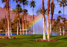 радуга гольфа курса стоковое фото