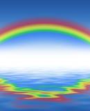 Радуга и голубая вода… Стоковое Изображение RF