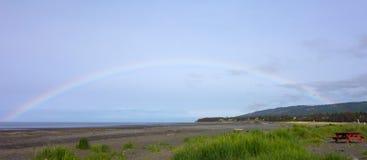 Радуга над заливом Kachemak в весеннем времени Стоковое Изображение