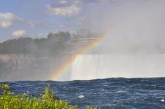 Радуга на Ниагарском Водопаде увиденном от канадской стороны Стоковые Фото