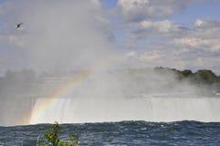 Радуга на Ниагарском Водопаде увиденном от канадской стороны Стоковое Изображение RF