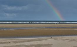 Радуга на острове wangerooge в Северном море в Германии стоковое фото