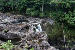Радуга падает на большой остров Гаваи - взгляда со стороны Стоковое Изображение