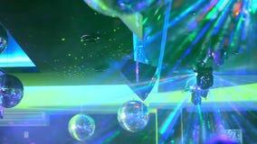 Разбейте, покрашенный свет проблескивая на диско видеоматериал