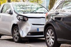 Разбейте серебряная автостоянка после другого автомобиля в Париже, Франции Стоковая Фотография RF