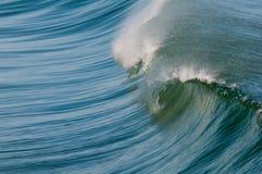 разбивая волна Стоковая Фотография