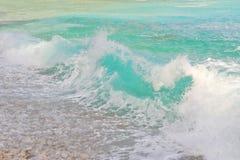 разбивая волна Стоковые Фотографии RF