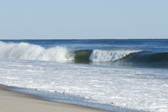 разбивая волна прибоя Стоковая Фотография
