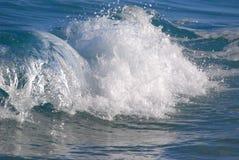 Разбивая волна сини Стоковые Изображения RF