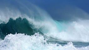 разбивая волны Стоковые Фотографии RF