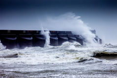 разбивая волны Стоковое Фото