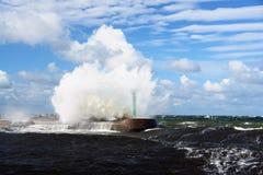 разбивая высокая волна Стоковое Изображение RF