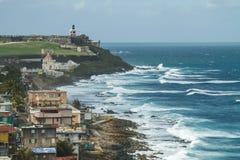 Разбивая прибой на крепости El Morro, Сан-Хуане, Пуэрто-Рико Стоковые Фотографии RF