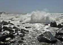 Разбивая shorewards стоковые изображения