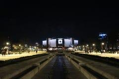 Разбивочное изображение перед национальным дворцом культуры Софии - национального дворца культуры в вечере стоковые фото