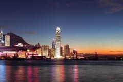 разбивочный заход солнца Hong Kong финансов Стоковые Изображения RF