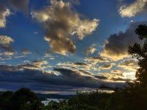 Разбивочный заход солнца холма Стоковая Фотография