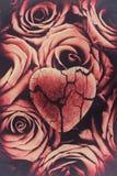 Разбитый сердце на увяданных розах - Стоковые Фото