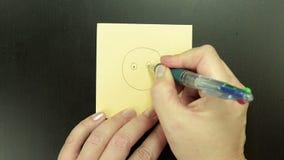 Разбитый сердце Smiley сделано эскиз к ручкой шарика видеоматериал