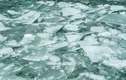 Разбили лед на воде Стоковые Изображения