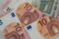 Разбросанные банкноты евро стоковые изображения rf